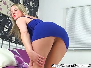 UK milf Sofia Rae doesn't wear knickers for a reason